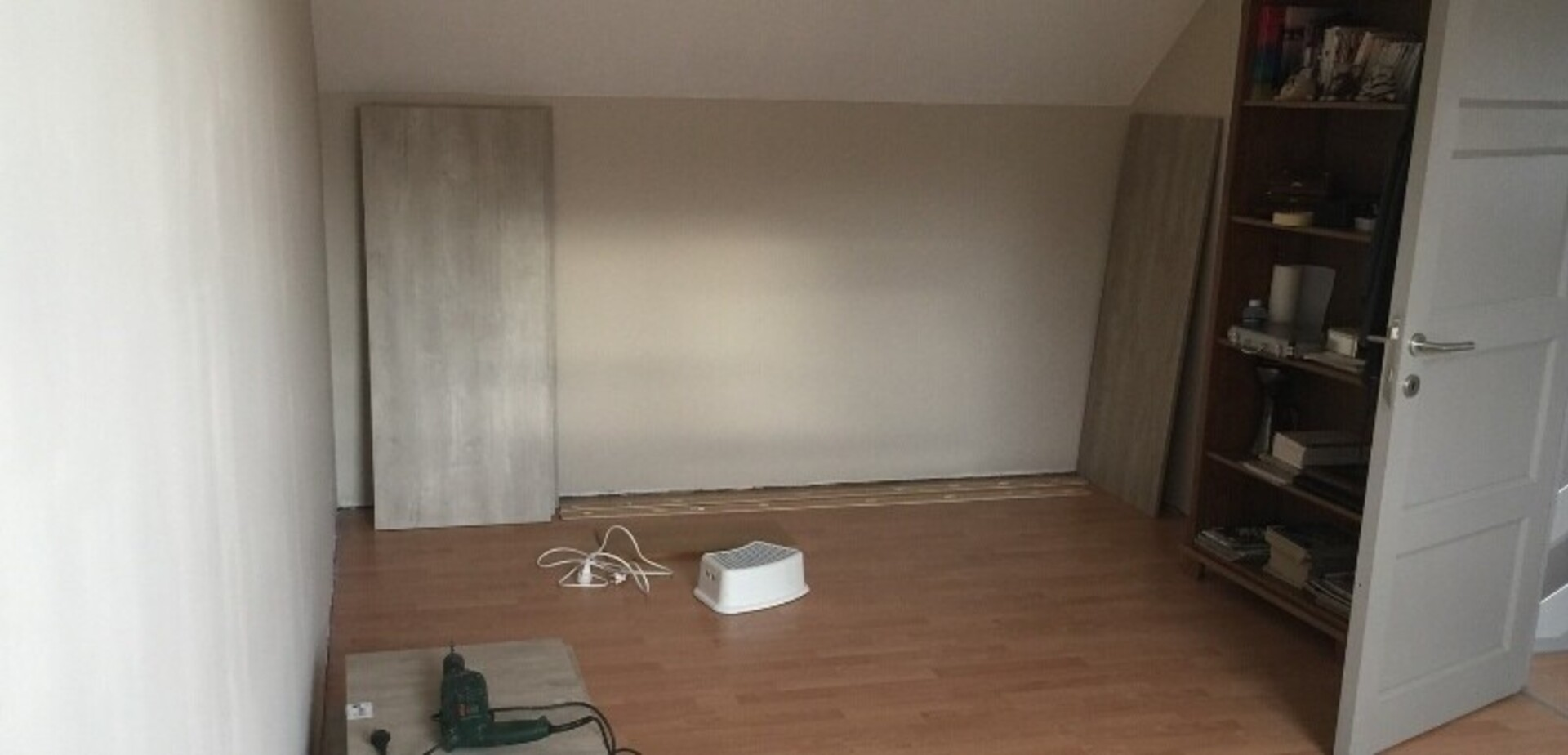 Fabriquer un meuble de rangement dans une chambre mansardée ...
