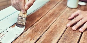 QFP sur la peinture, le lasurage et le laquage des meubles de jardin