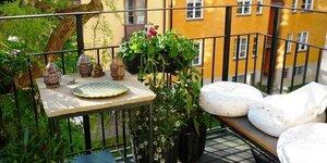 Houten buitenvloer voor het balkon