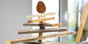 Een ongewone kerstboom met recup-palletten maken