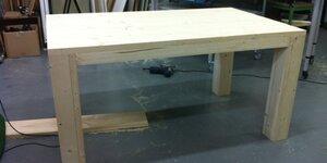 Table d'extérieur en bois d'échafaudage