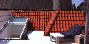 Accès à terrasse de toit par toit coulissant électrique en verre