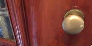 Vernir une porte en bois
