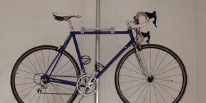 Porte-vélo avec des pièces de chez Brico et Ikea