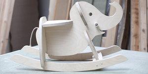 Éléphant à bascule en bois pour chambre d'enfant