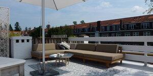 Chouette idée: du bois blanc sur votre terrasse de toit.