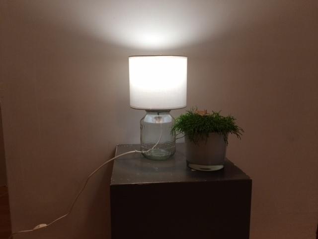 Knusse tafellamp van augurk-bokaal