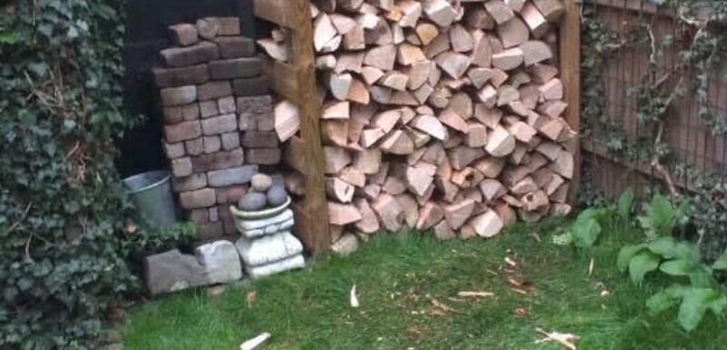 Abri pour le bois de chauffage