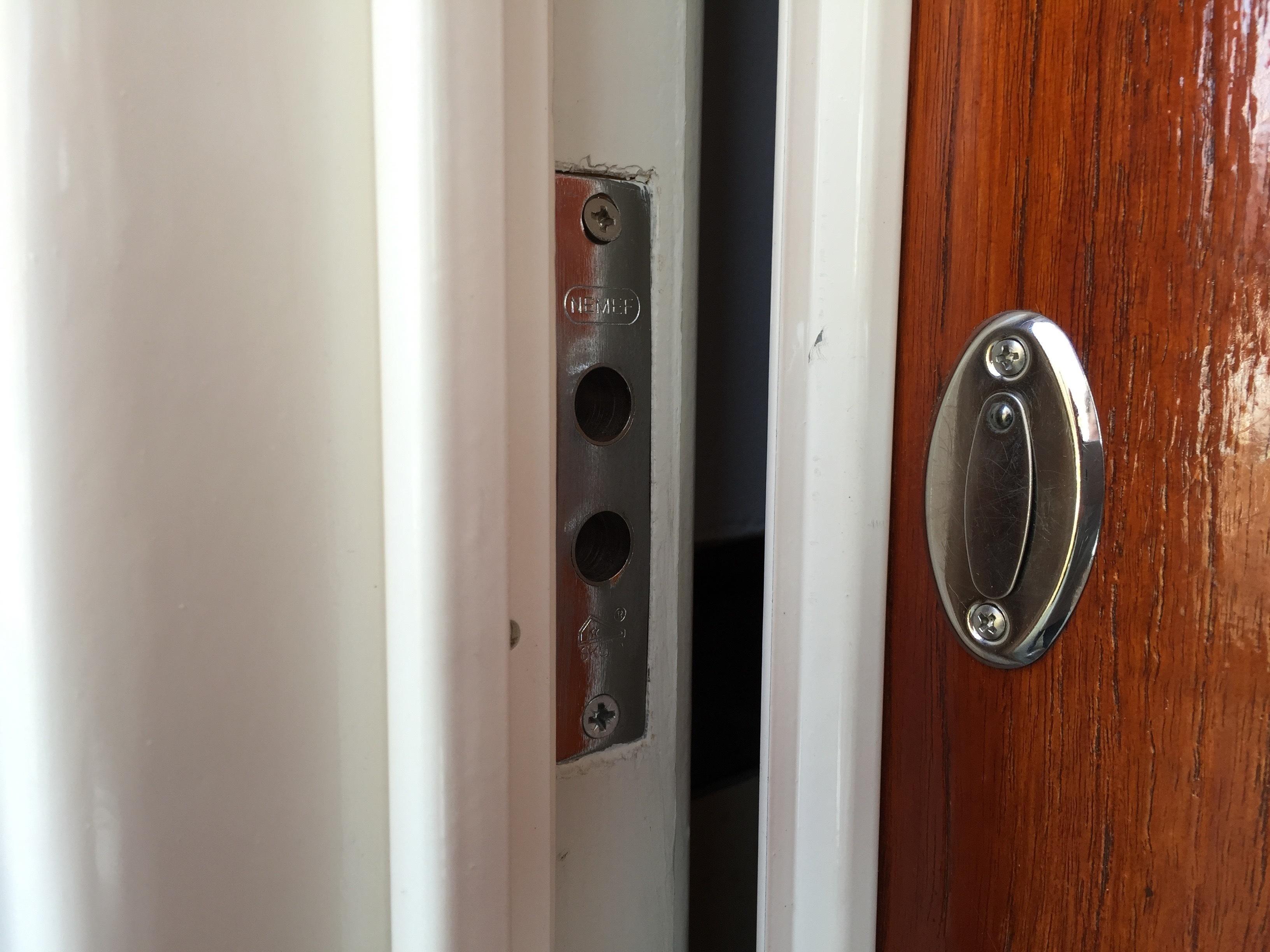 Tringle De Porte Entree sécuriser la porte d'entrée | Étape par étape | brico.be