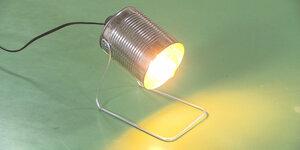 Boîte de conserve devient lampe de bureau