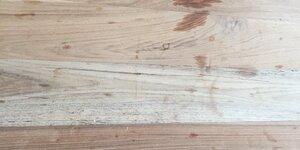 Tâches et ronds sur votre table en bois