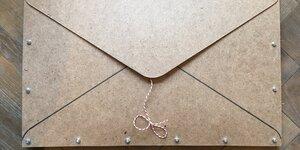 Houten envelope
