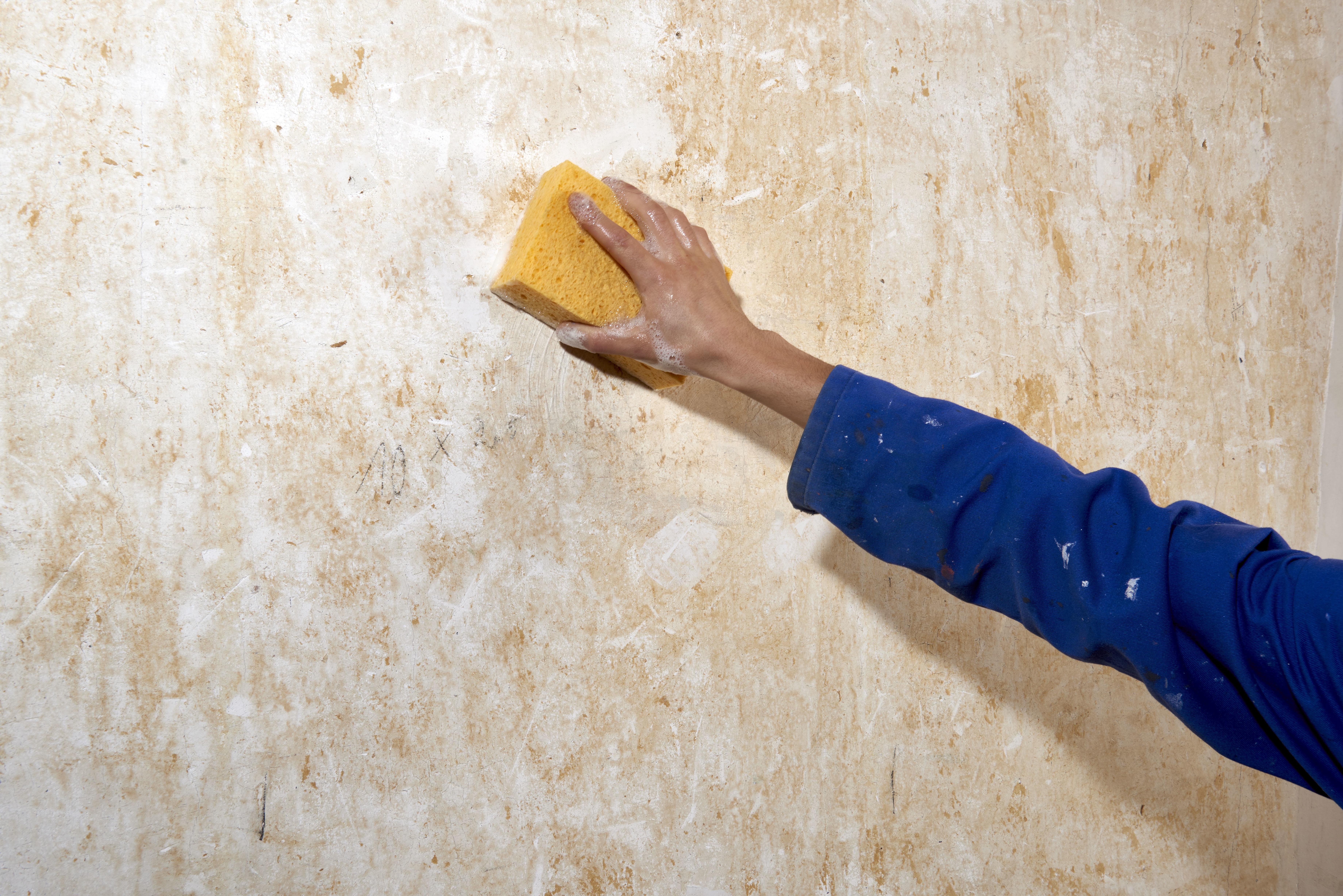 Peinture À L Éponge Sur Mur réparer un mur avant de le peindre   Étape par étape   brico.be
