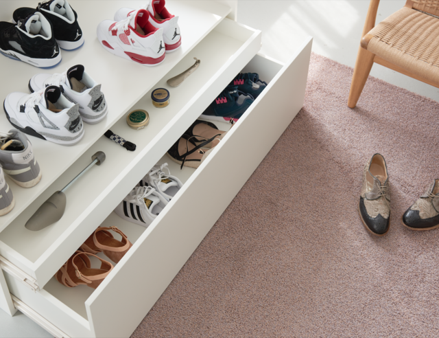 7d5dd0b8cbe Vous avez toujours rêvé d avoir un coin unique pour vos chaussures  préférées   Et si vous les rangiez dans une gigantesque boîte à chaussures